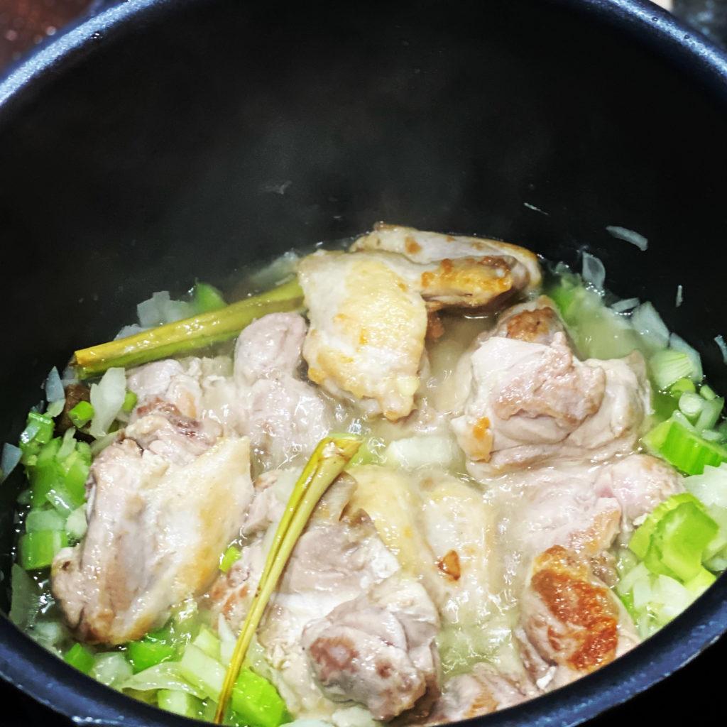 Saoto-soep van de Heeren van Pedis